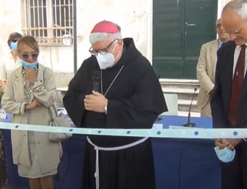 Parte la Comunità Il Timone -L'Arcivescovo di Genova Padre Marco Tasca benedice e taglia il nastro.